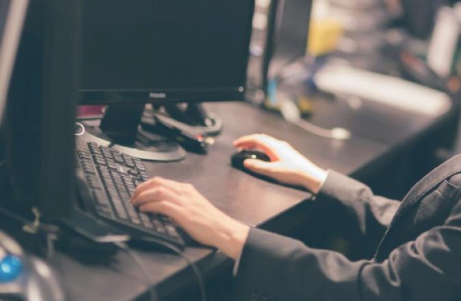快適な職場づくりは机のサイズから。